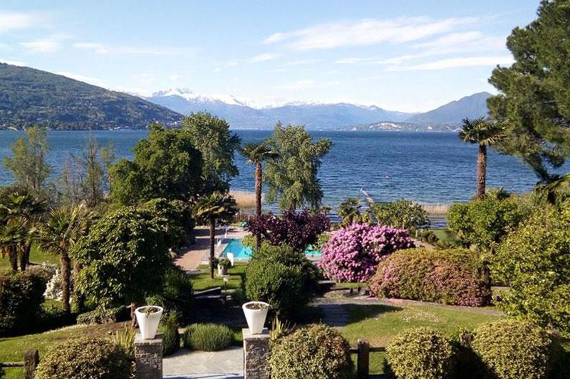 Piscina e giardino hotel conca azzurra lago maggiore